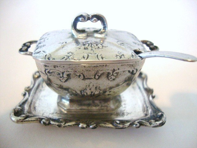 19: Meyers Lowestoft Soup Tureen and Platter