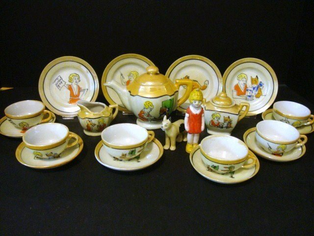 21: Child's Orphan Annie Tea Set