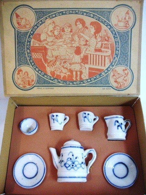 96: Blue Onion  Tea Set