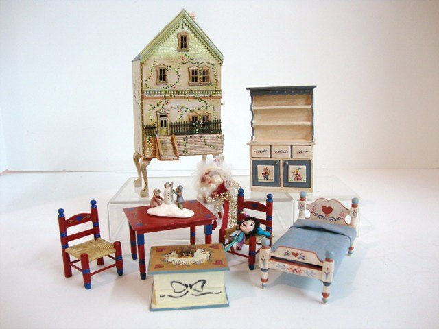 471: Doll's Dollhouse on Stand