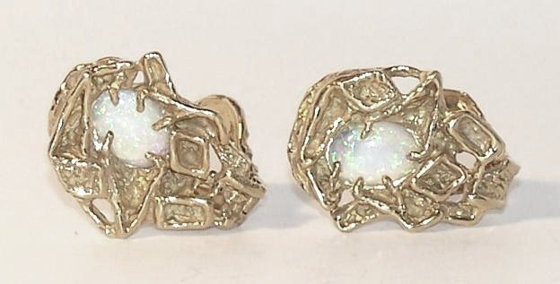 6: Arthur King 18K Opal Cuff Links