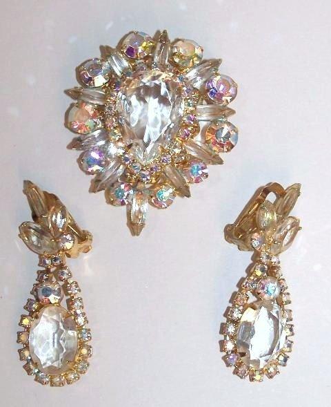 24: Juliana Pin and Earrings