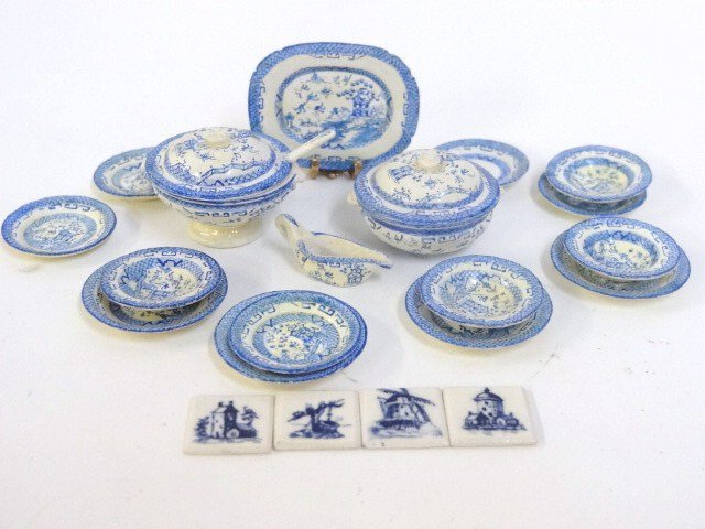 Rosamund Henley Blue Willow Dinner Set
