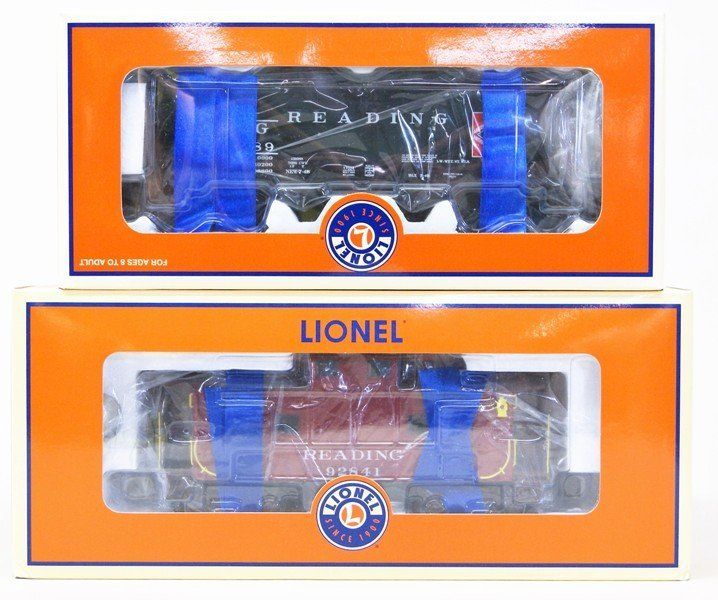 Lot of Seven Lionel Reading Railroad Rolling Stock - 4