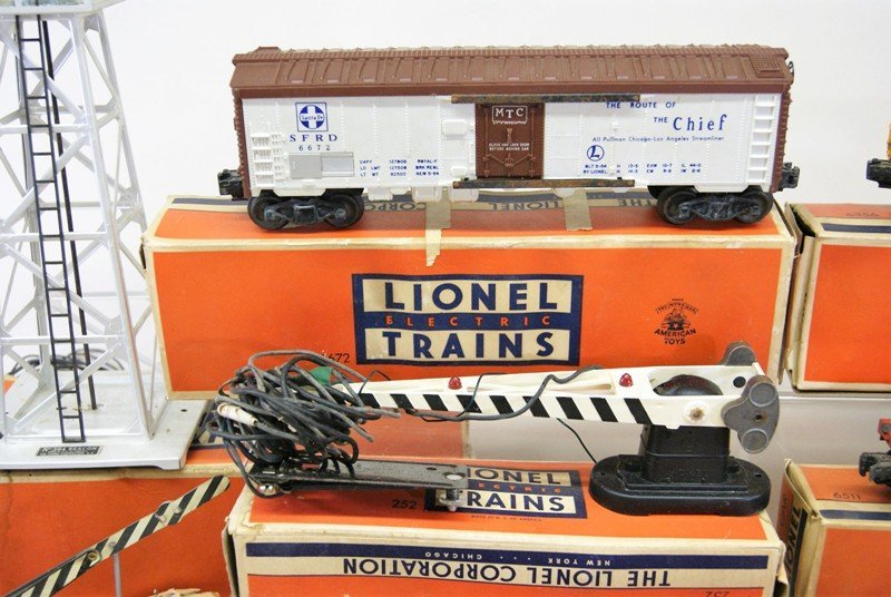Miscellaneous Lot Lionel Freight Cars and Accessories - 3