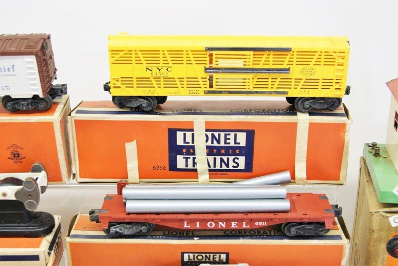 Miscellaneous Lot Lionel Freight Cars and Accessories - 4