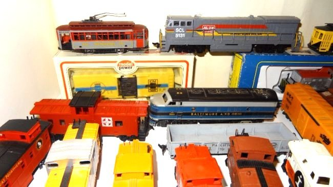 Large Lot Thirty-six Pieces of HO Trains, Engines - 2