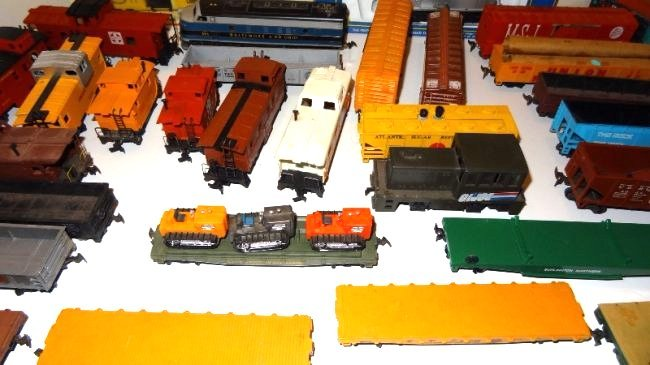 Large Lot Thirty-six Pieces of HO Trains, Engines - 5