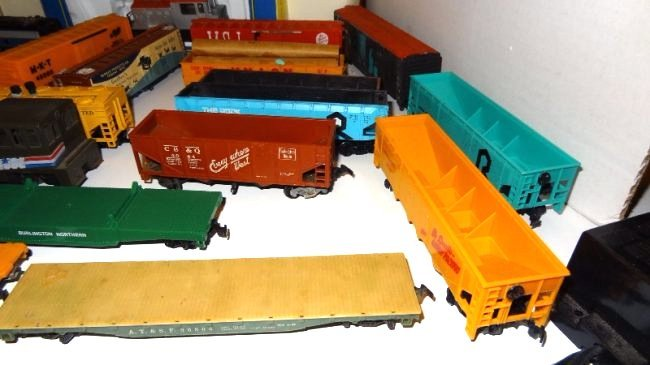 Large Lot Thirty-six Pieces of HO Trains, Engines - 6