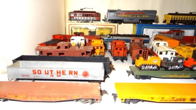Large Lot Thirty-six Pieces of HO Trains, Engines - 7