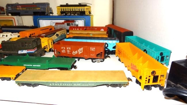 Large Lot Thirty-six Pieces of HO Trains, Engines - 8