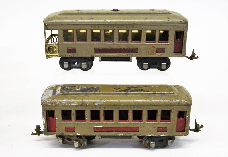 Lionel Pre-war Passenger Cars and Cabooses - 2