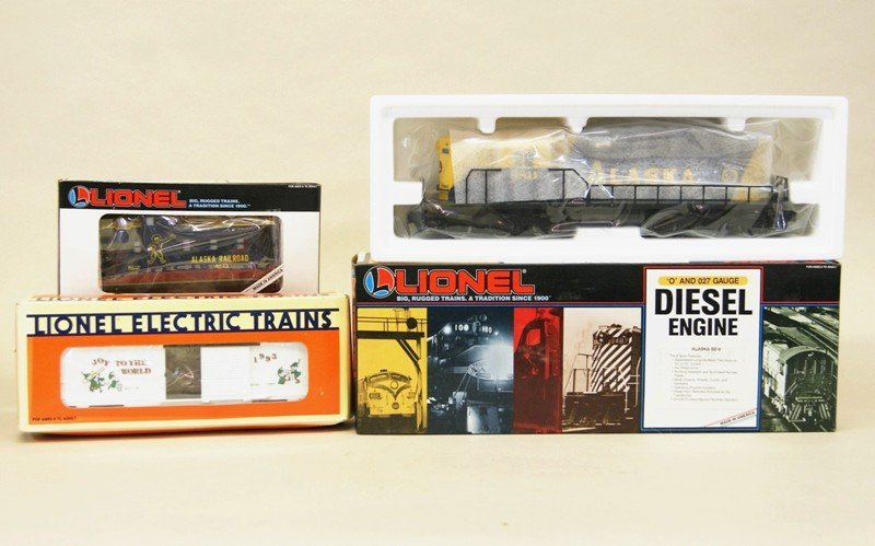 Lionel Modern Era Alaska SD-9 with Boxcar and Caboose