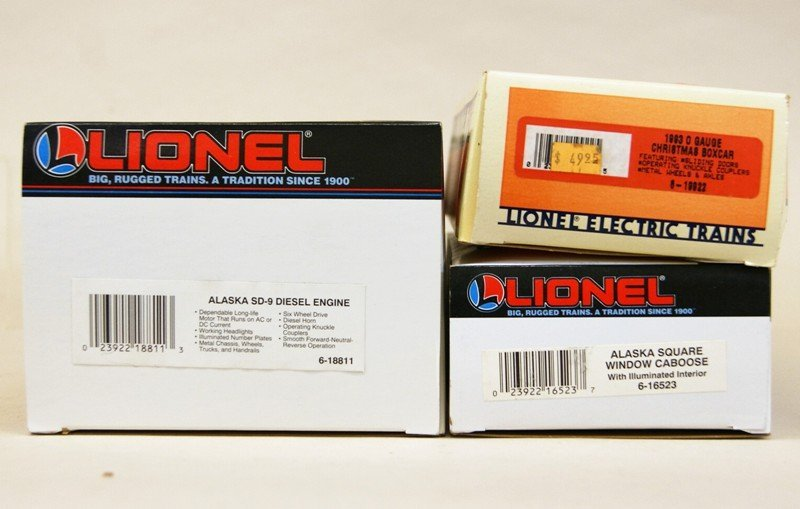 Lionel Modern Era Alaska SD-9 with Boxcar and Caboose - 4