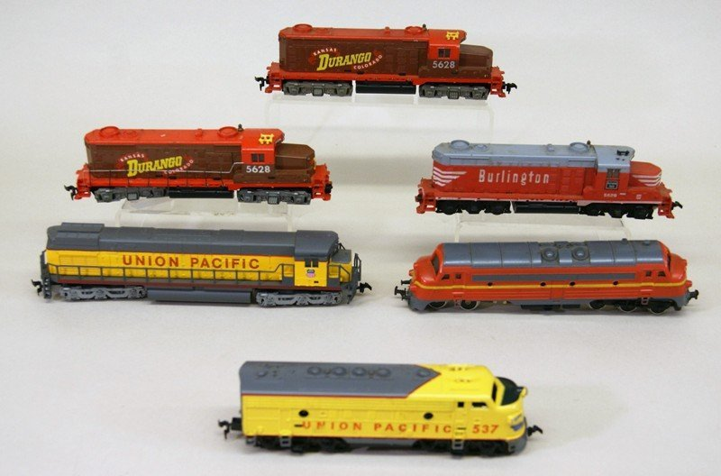 Large Lot of HO Engines and Freight Cars Eighteen - 2