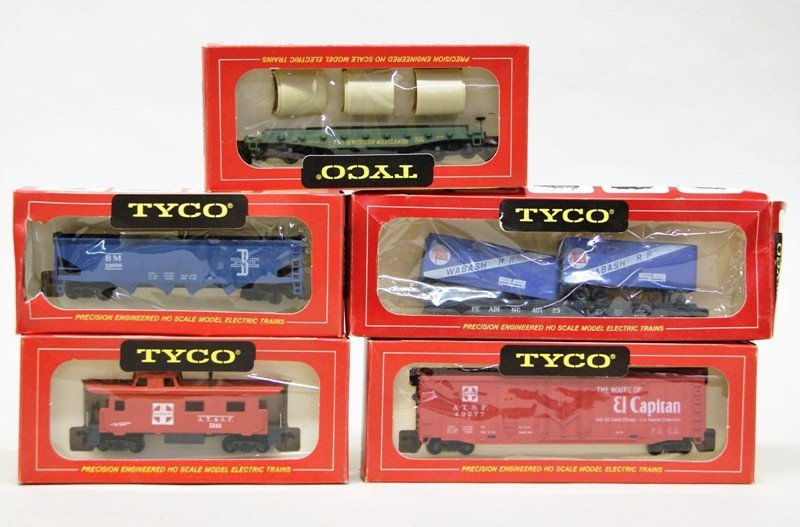 Large Lot of HO Engines and Freight Cars Eighteen - 3