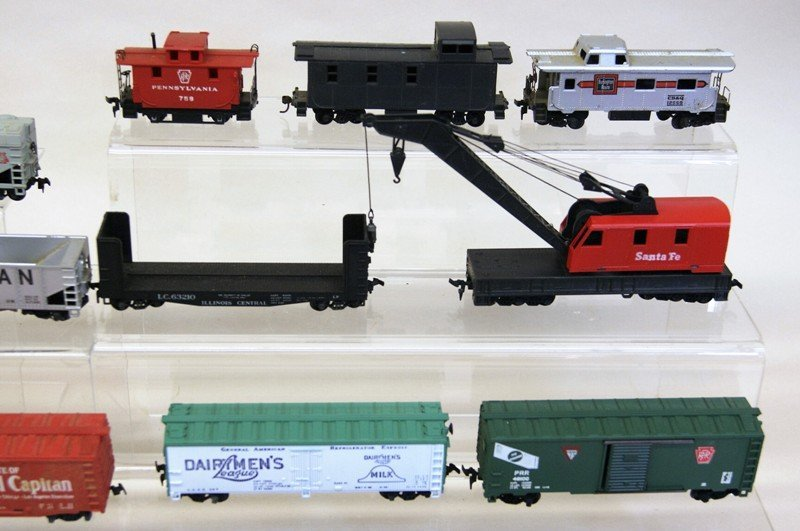 Lot of Twenty-six HO Pieces, Engines, Trolleys, Freight - 2