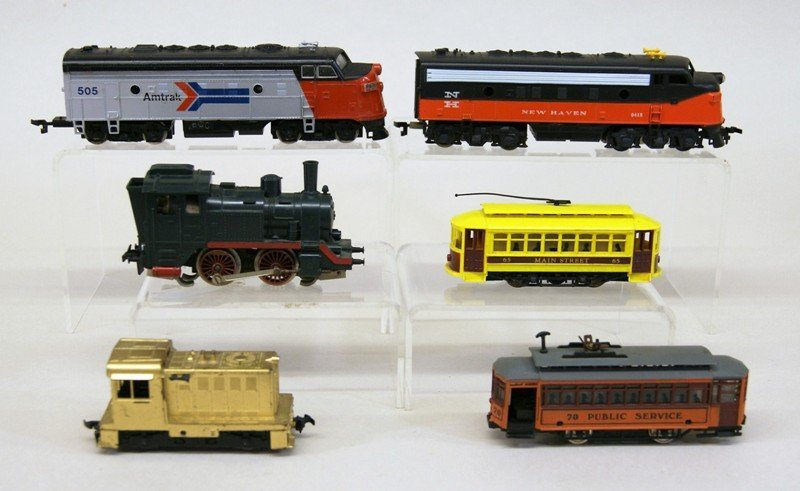 Lot of Twenty-six HO Pieces, Engines, Trolleys, Freight - 5