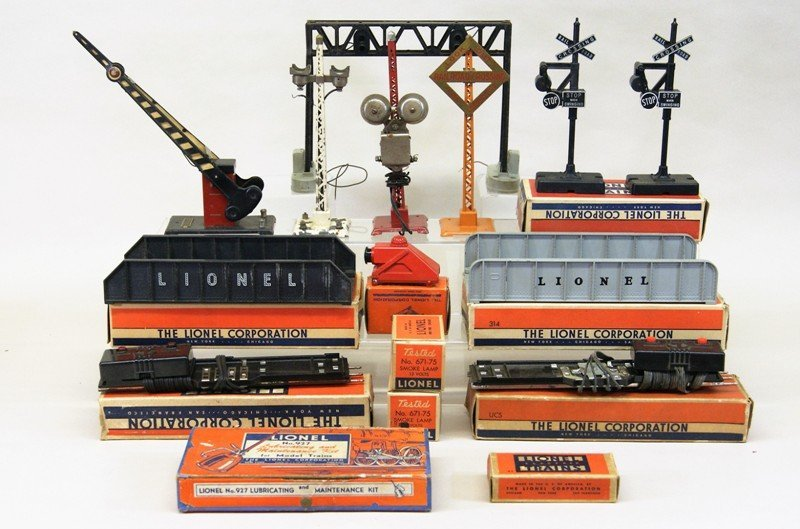 Lionel Accessory Lot, Crossing Gates, Signals, Bridges,