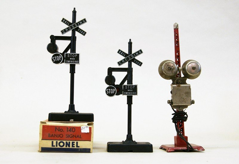 Lionel Accessory Lot, Crossing Gates, Signals, Bridges, - 4