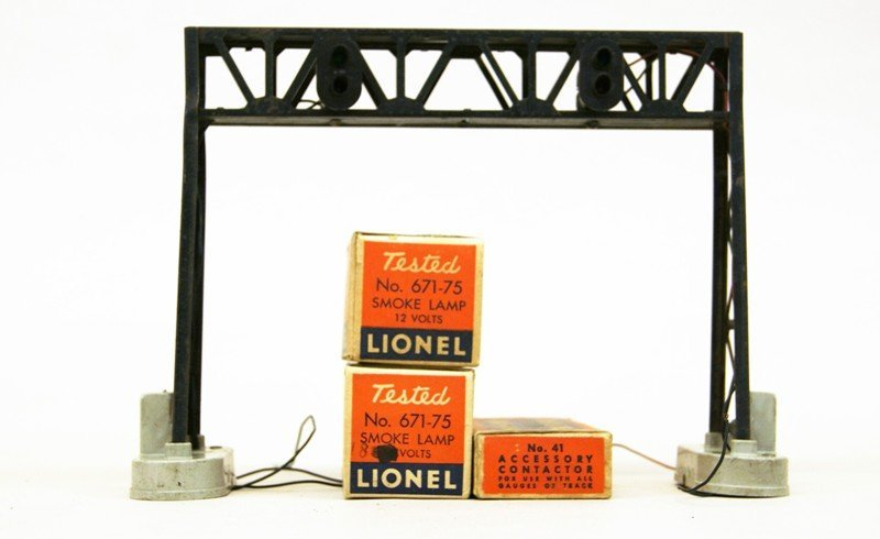 Lionel Accessory Lot, Crossing Gates, Signals, Bridges, - 7