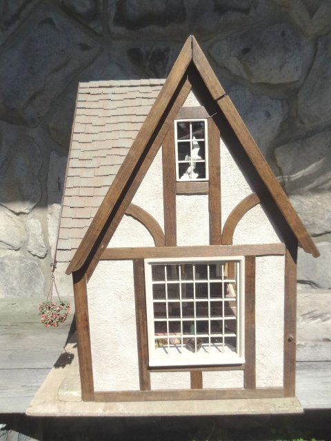 Golden Dolphin Antiques Dollhouse - 2