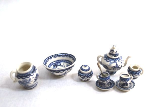 Elizabeth Chambers Tea Set
