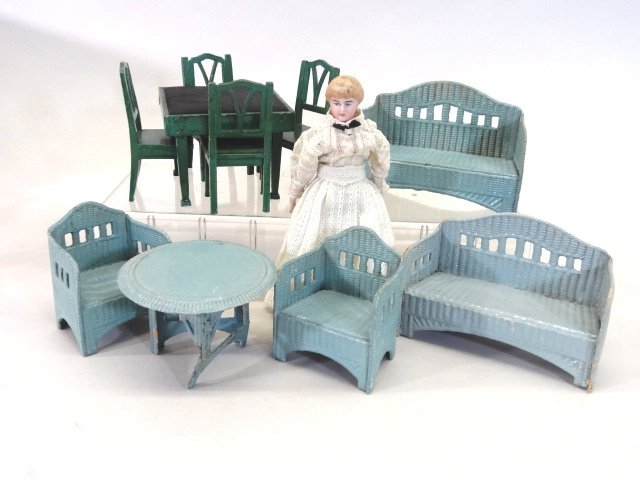 Dollhouse Miniature Doll & Furniture