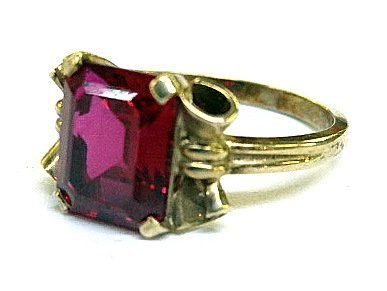 10Kt Lady's Ring - 2