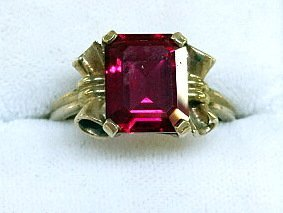 10Kt Lady's Ring - 3