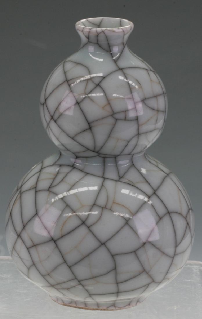 Chinese Crack Glazing Vase