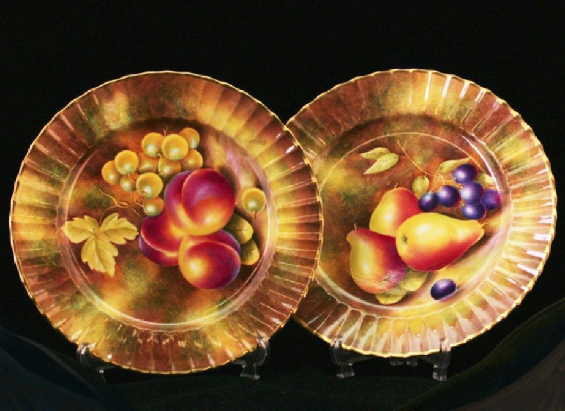 A pair of float Worcester plates