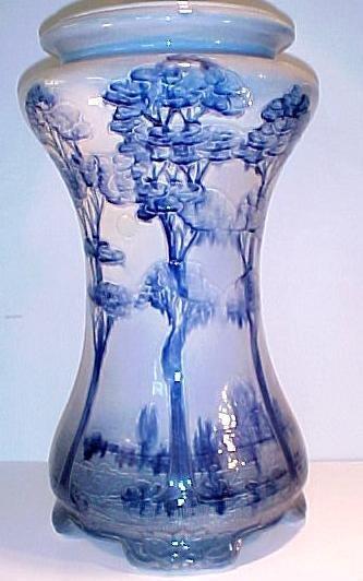 22: Weller Pottery Jap Birdmal Pedestal