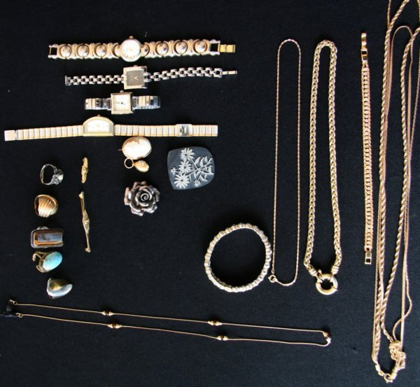 24: Group Lot of Jewelry
