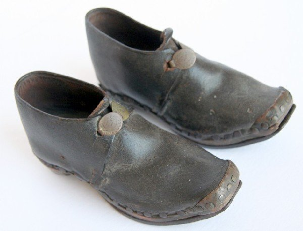 17: Early Pair 18th Century Child's Shoes