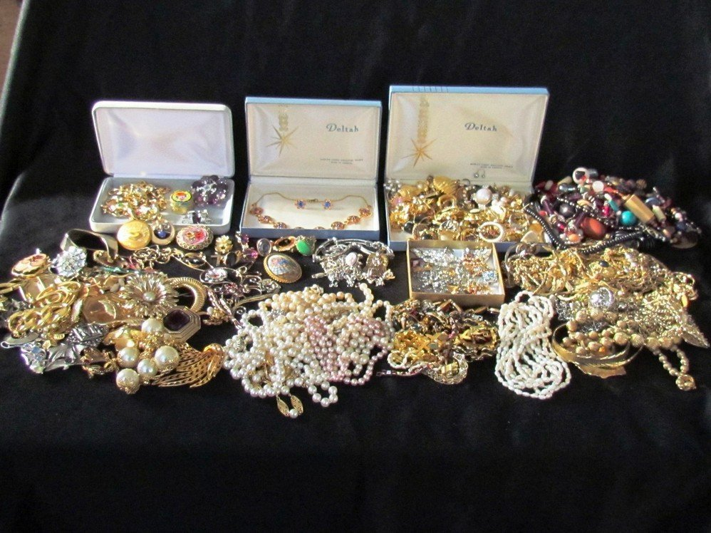 130: Large 7 Pound Lot of Vintage Costume Jewelry.