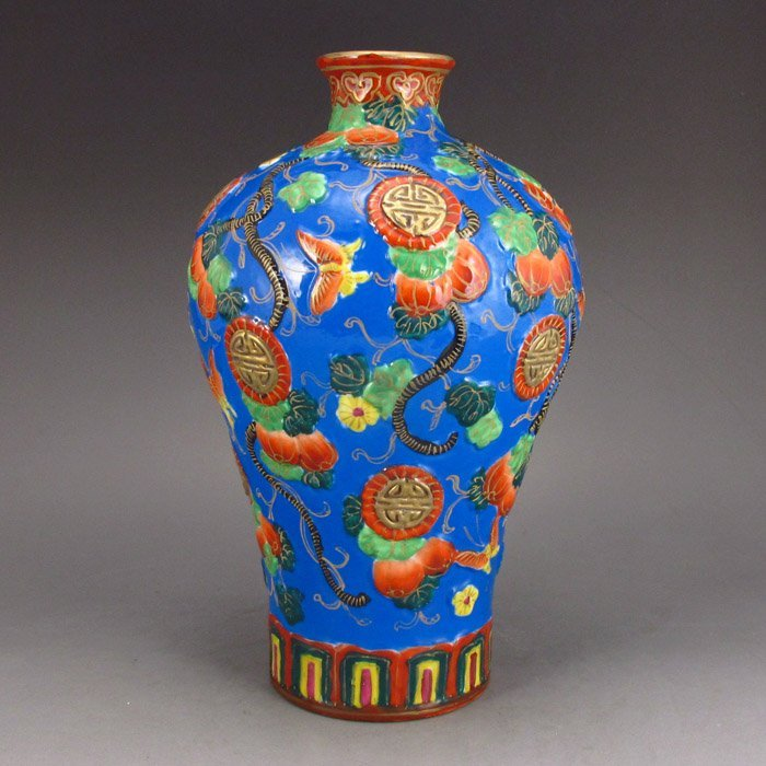 Chinese High-relief Gold-gilted Enamel Porcelain Vase