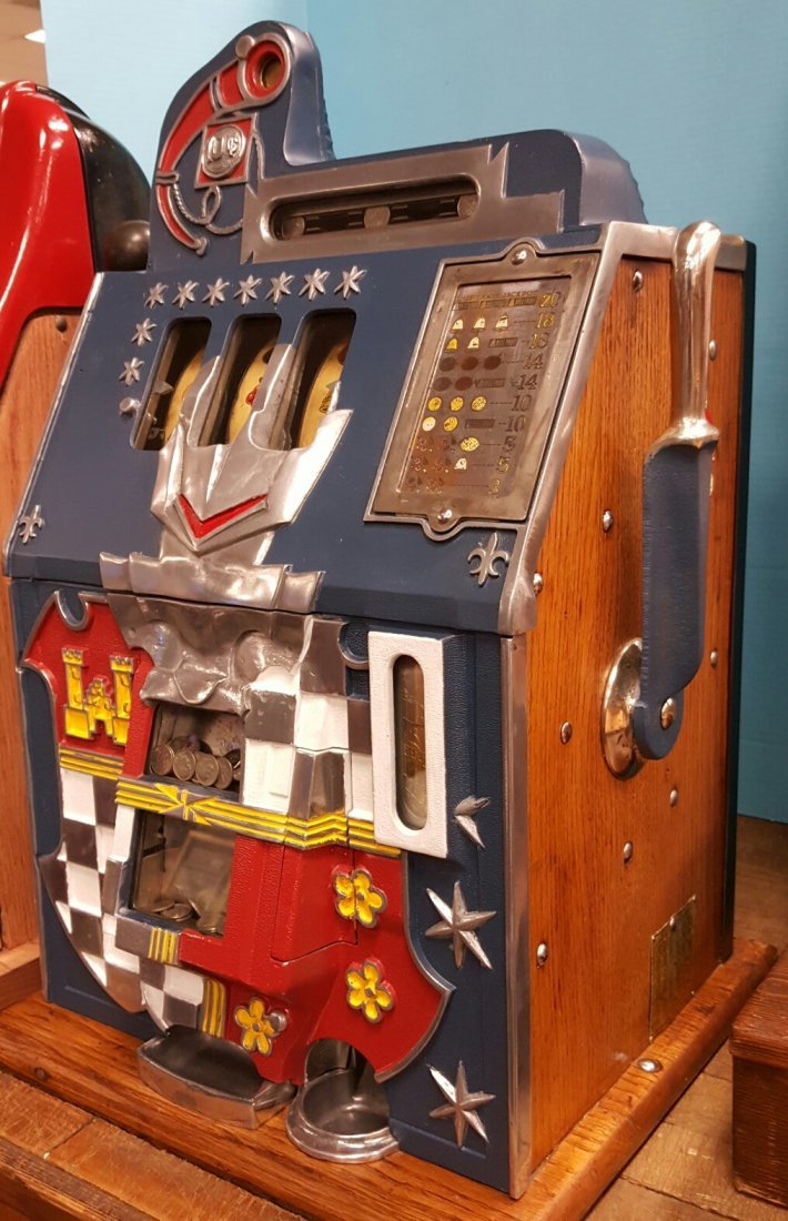 Mills 10 cent Castle Front Slot Machine - 2