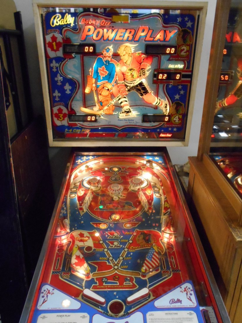 Bally Bobby Orr Power Play Pinball Machine - 2