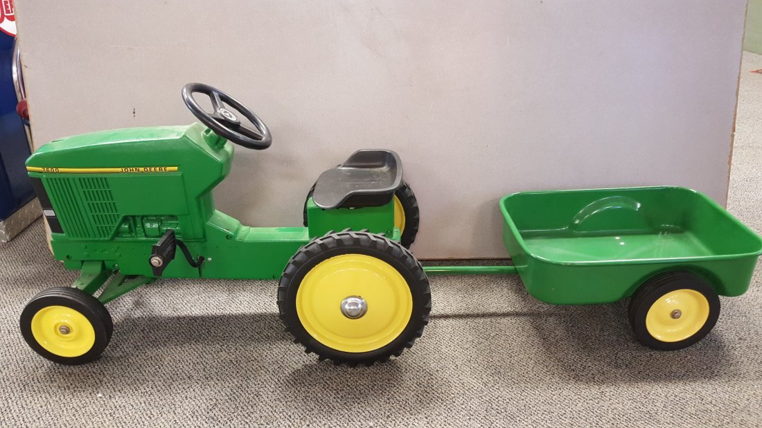 7600 John Deere Pedal Tractor with Tow Wagon