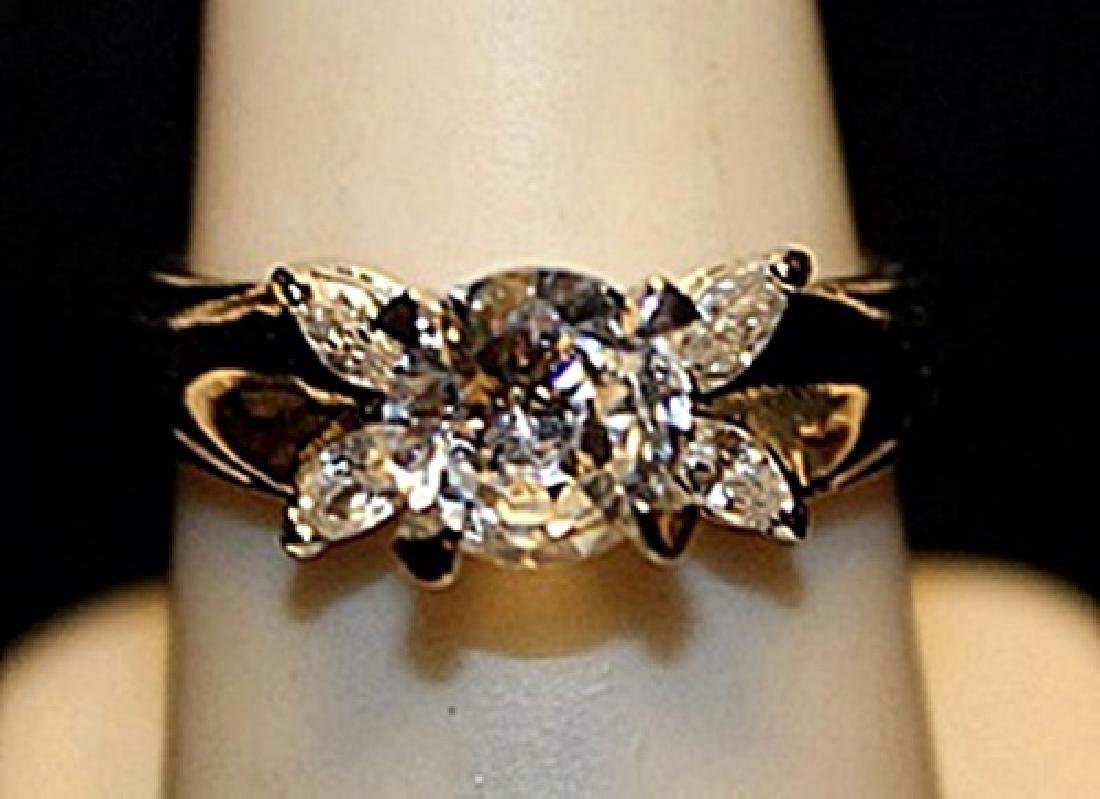 Beautiful White Topaz Sterling Silver Ring. (548L)