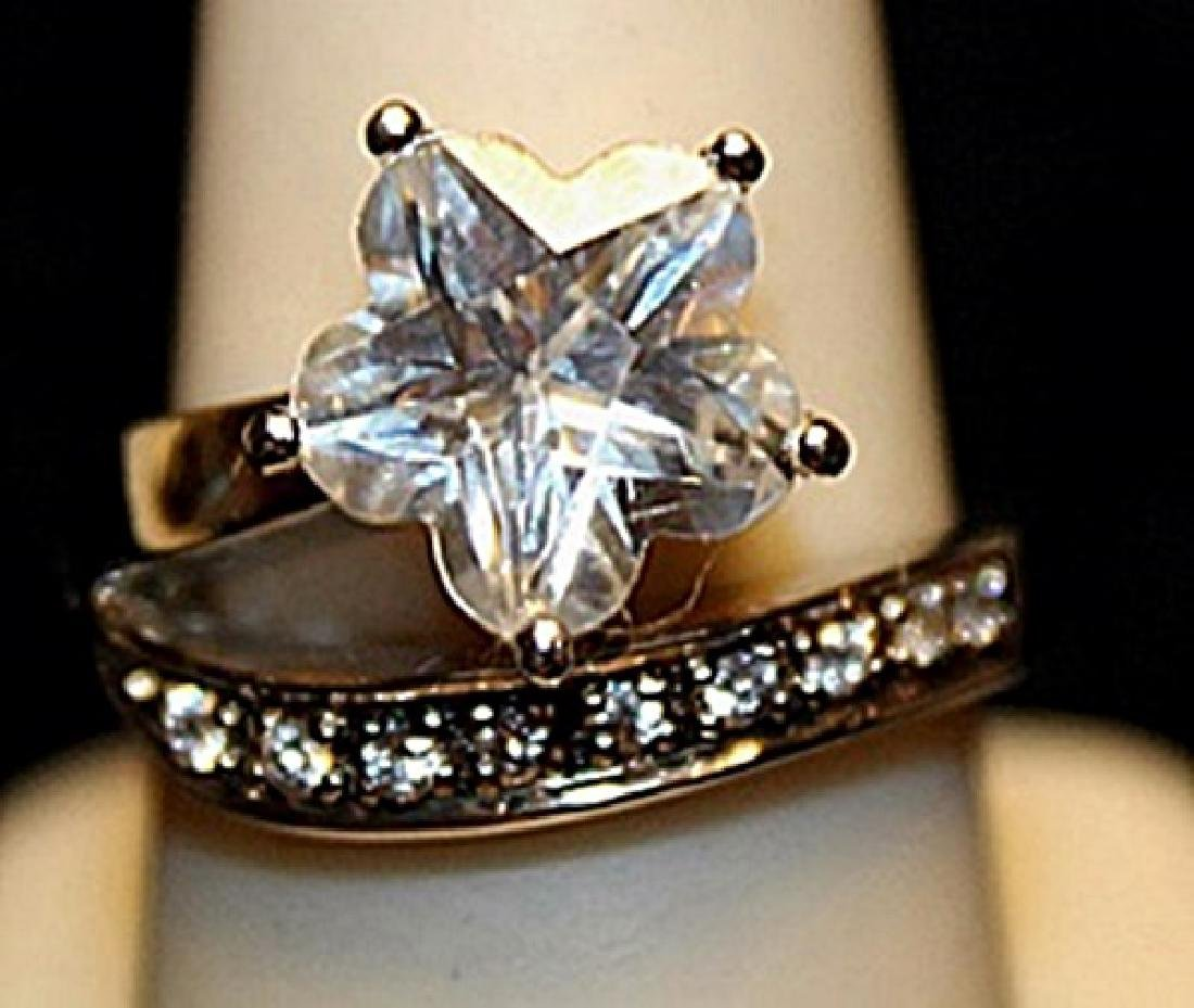 Beautiful White Topaz Sterling Silver Ring. (739L)