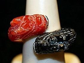 Gorgeous Black Onyx & Coral Dragons SS Ring. (760L)