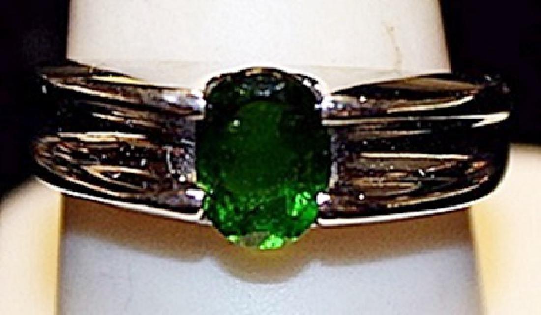 Beautiful Peridot Sterling Silver Ring. (204L)