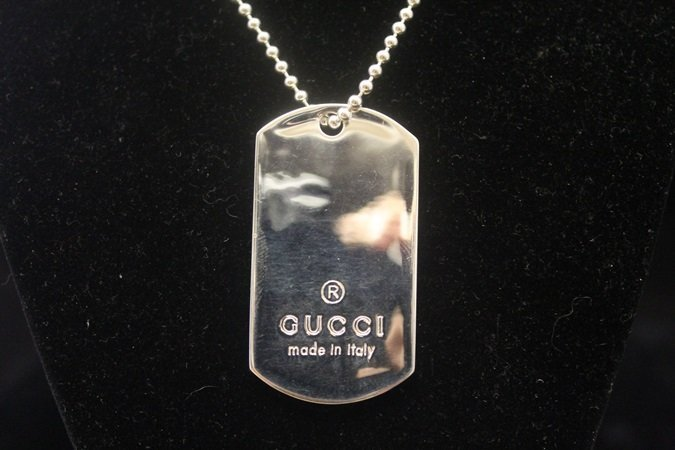Lady's Fancy Signed Gucci Silver Necklace (1N)