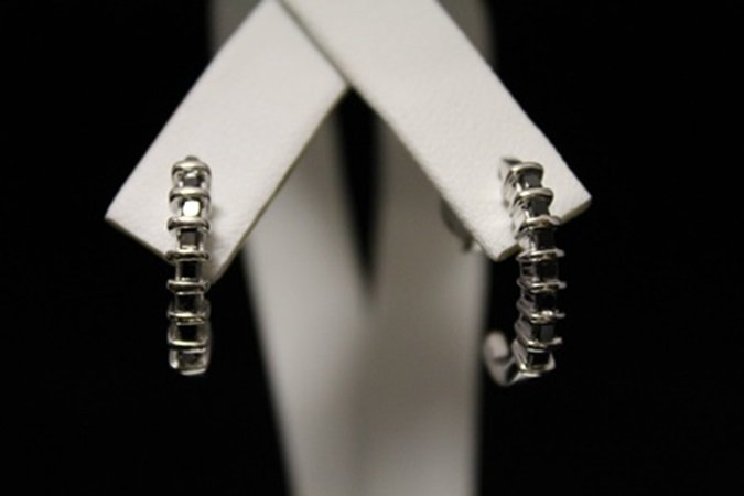 Stunning Black Diamond Silver Earrings (4M)