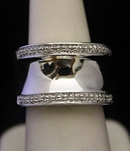Beautiful Unisex Silver Ring with Diamonds