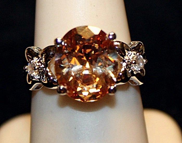 Gorgeous Golden Lab Sapphire & White Topaz SS Ring.