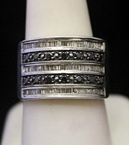 Beautiful Silver Ring with Black Diamonds & Baguettes