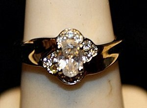 Gorgeous White Topaz Sterling Silver Ring. (725L)